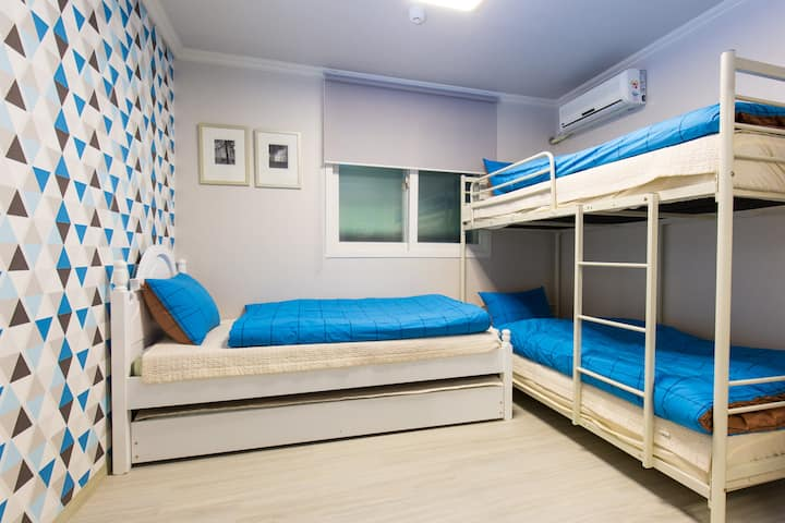 OH! BLUE Guesthouse(3 persons room)