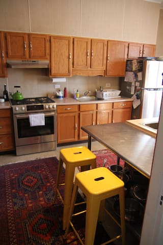 Well-equipped kitchen with Bosch appliances.