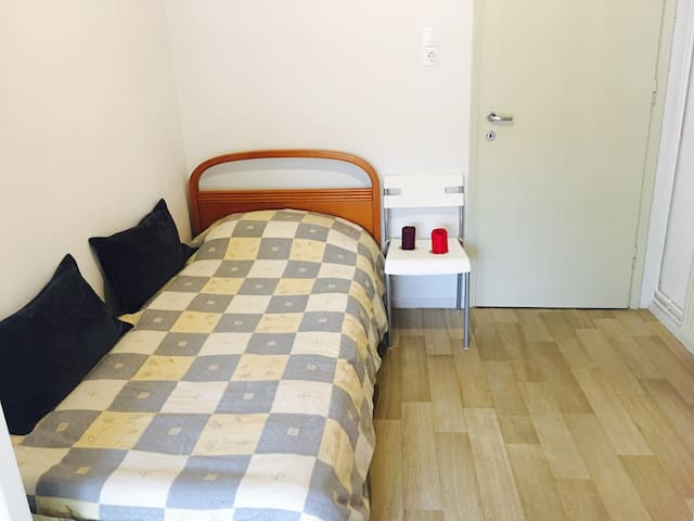 Private central room with its own balcony + WIFI!! - Thessaloniki - Apartment