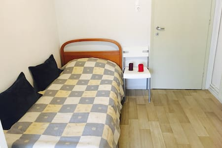 Private central room with its own balcony + WIFI!! - Thessaloniki - Wohnung