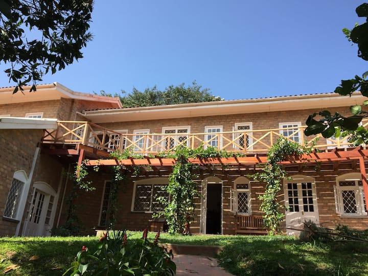 Charming Villa, 15-min walk to Lake Victoria