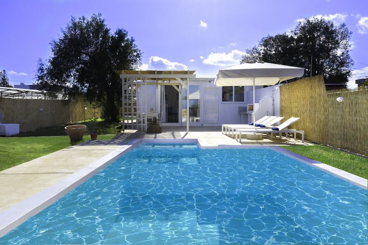 New modern villa with private pool,Next to the Beach & Tavern