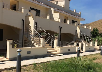 """Jewel of the sea"" apartment 5 mins from the sea - Province of Reggio Calabria"