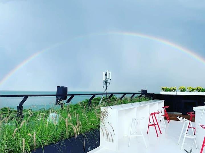 Jomtien-Beachfront1BR-SunSkyRoofBar-Pool-SmartTV