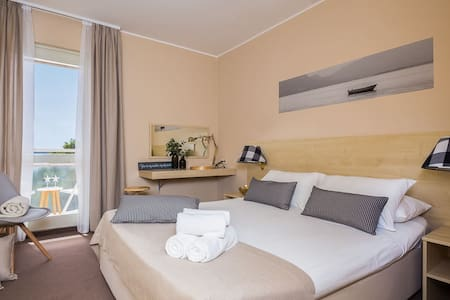 Romantic room, balcony seaside-breakfast included - Vodice