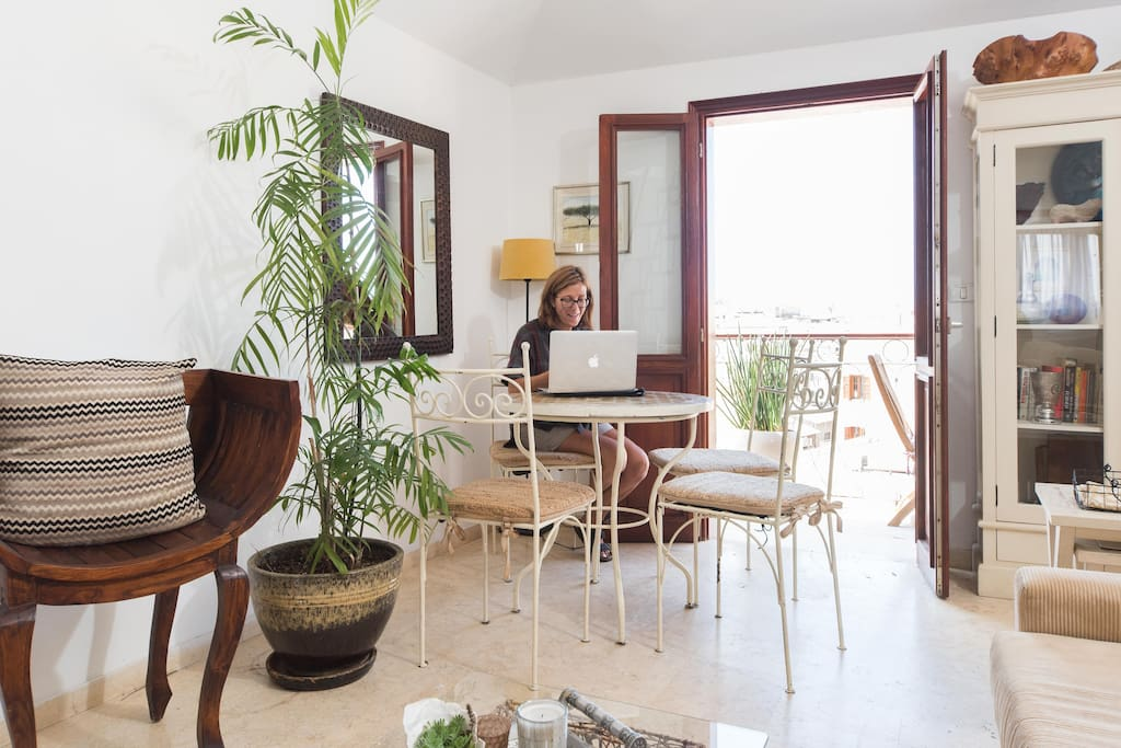 kitchenette/balcony