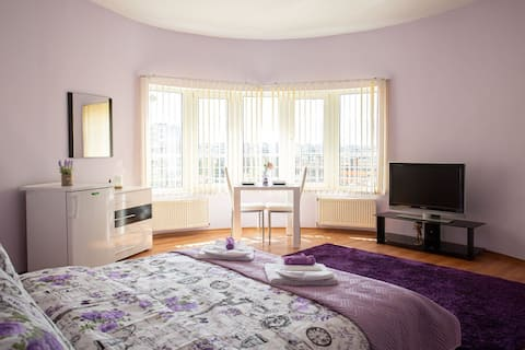 Purple Romantic Apartment ⭐Free Parking