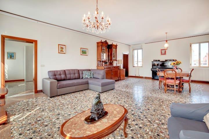 Cannaregio Tre Archi Spacious apartment