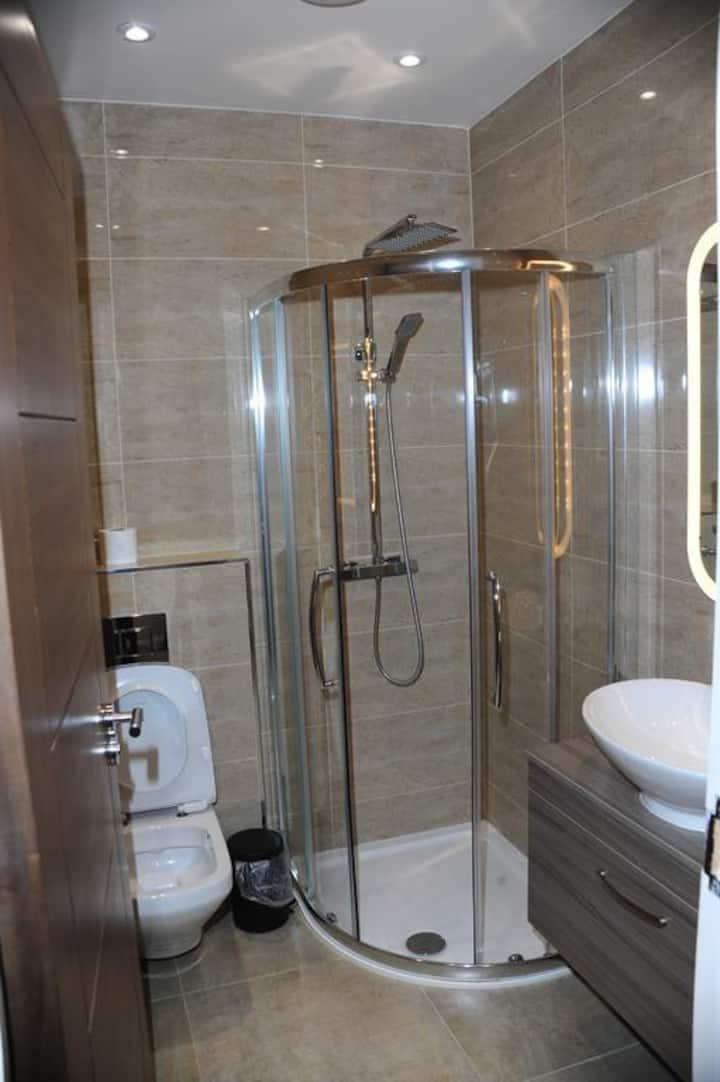 """""""Luxury Twin Bed in London Near westfield """""""