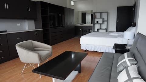 Moderno Luxury Studio Apartment Downtown