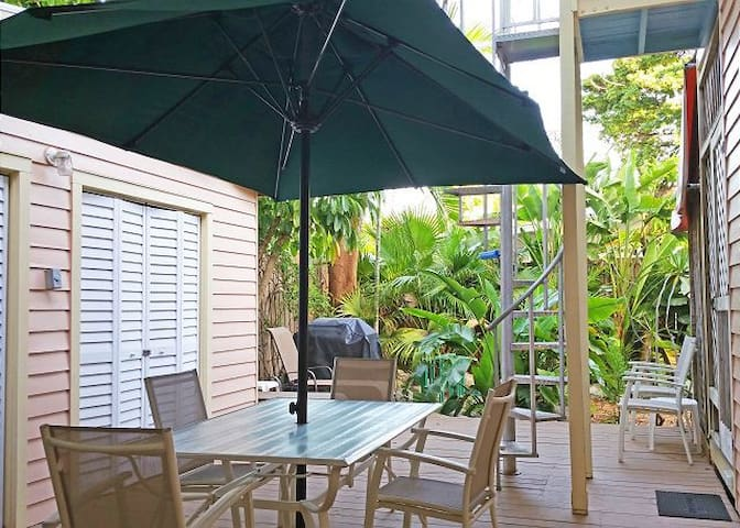 Poinciana Paradise - 2 Hot Tubs & Private Parking