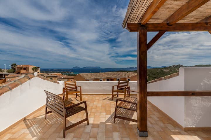 Panoramic House with WiFi at 2 km from Porto Cervo