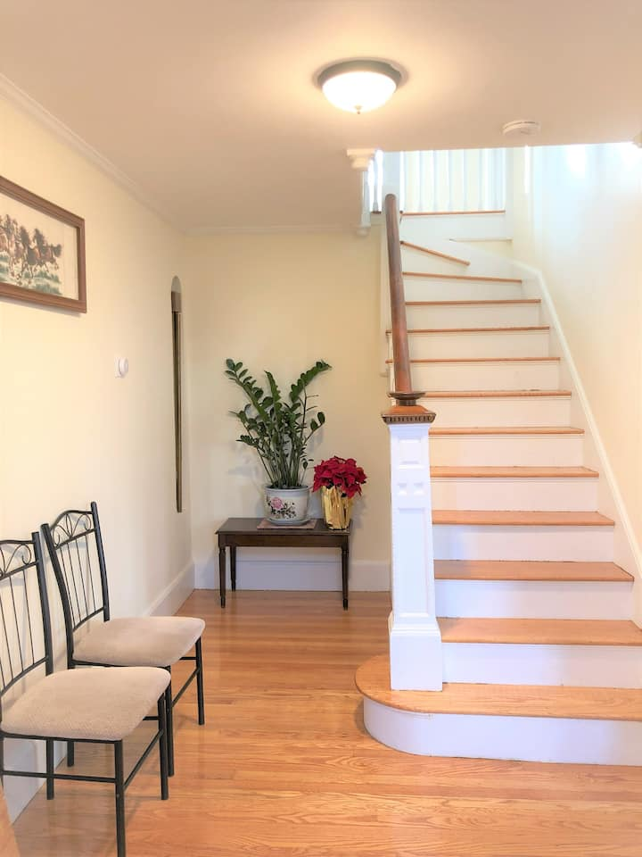 Spacious and Sunny Home by Boston with Laundry