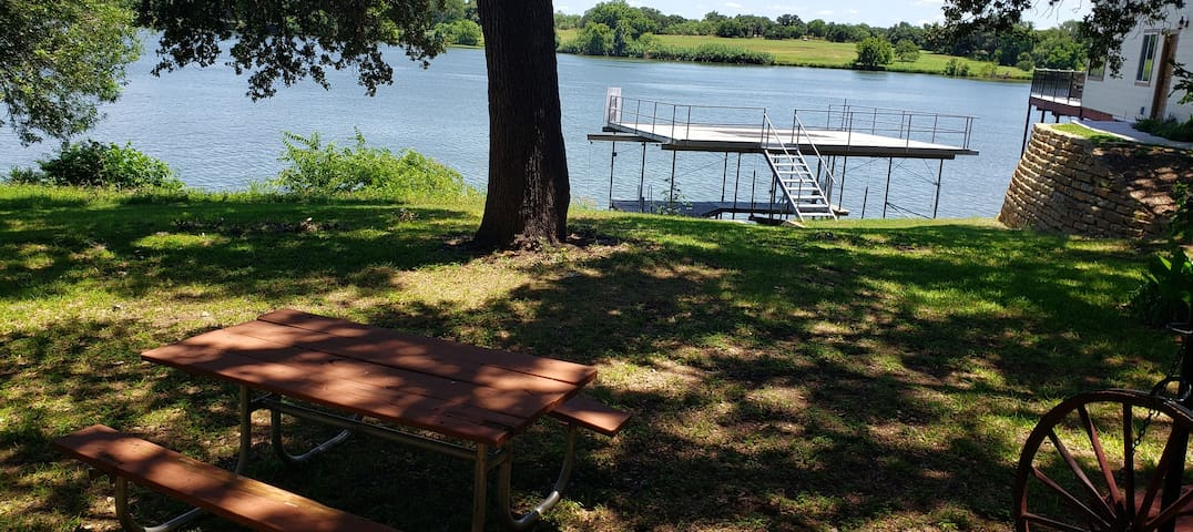 EscapetheCold**PrivateDock***Fireplace&LakeFront