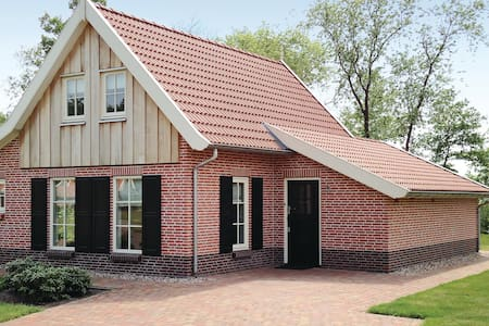 Holiday cottage with 3 bedrooms on 115m² in Hoge Hexel