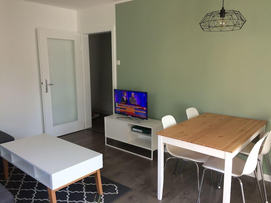 Wohn- /Esszimmer (living room)