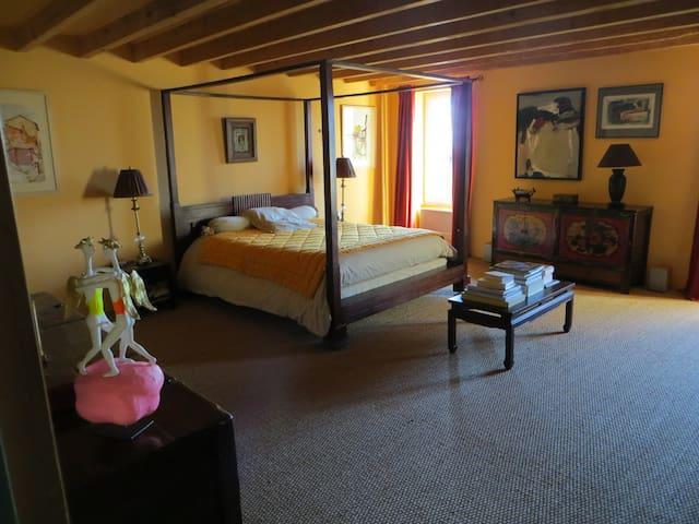 Chambres d'hôtes de Cadalen Lautrec, Chambre jaune - Lautrec - เกสต์เฮาส์