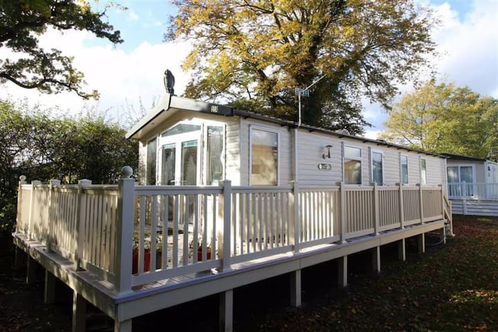 Superb Holiday Home at Hoburne Bashley New Forest
