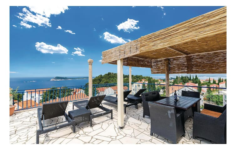 Holiday apartment with 3 bedrooms on 120m² in Cavtat