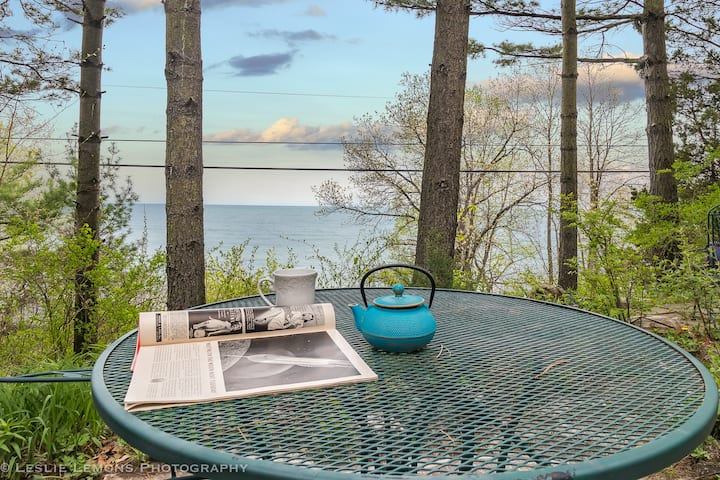 Beachside Garden Getaway — Gorgeous lake views!