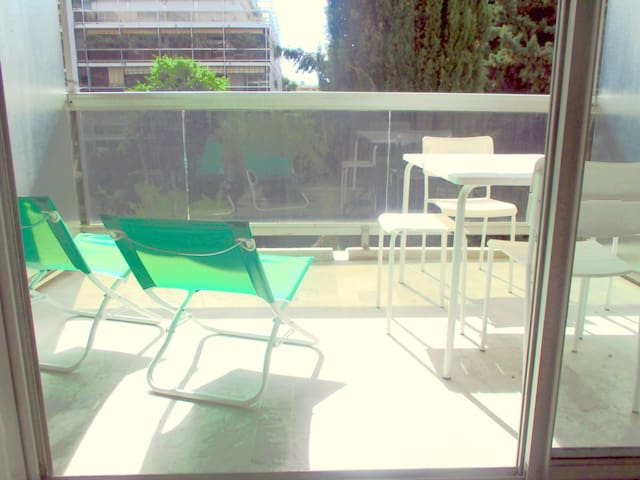 logement Juan Les Pins dans résidence avec piscine