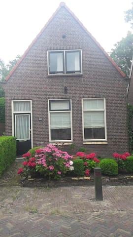 Vrijstaande woning in Snakkerburen (Leeuwarden)