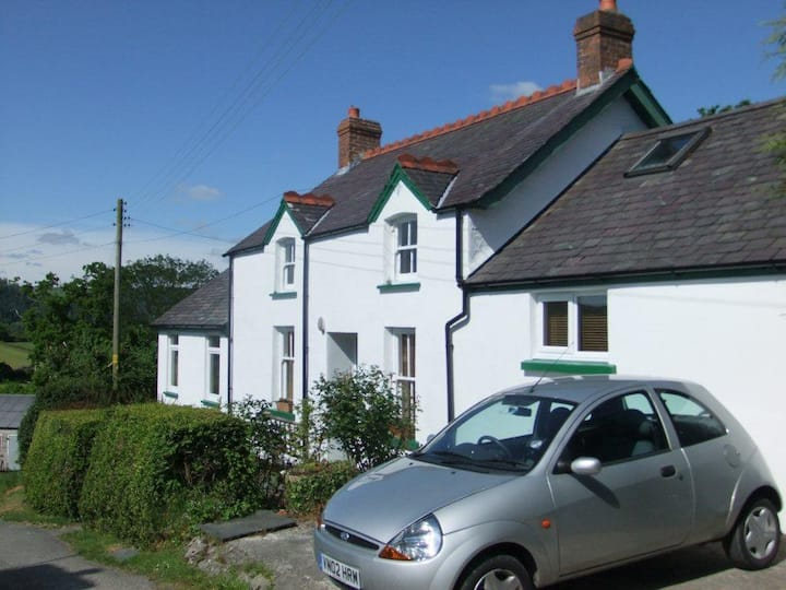 Penrhiw - Large Double + Breakfast in cosy cottage