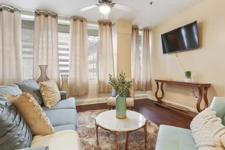 Classic One Bedroom Condo in Downtown New Orleans