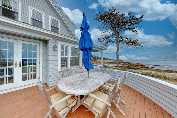 Oceanfront home & guesthouse w/ incredible ocean views, deck & location!