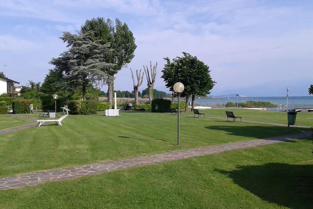 Il parco fronte lago