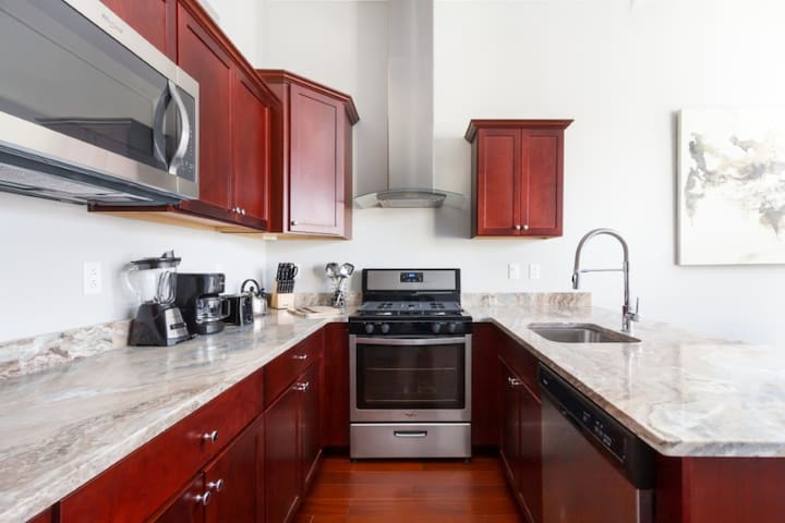 Contemporary 1 BR in an Upscale Pittsburgh Area!