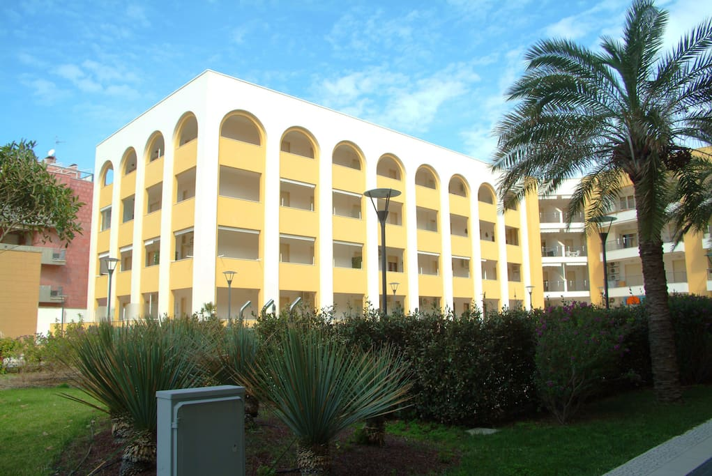 edificio scala H - al piano primo si accede all'appartamento.