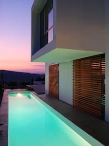 Sofía Sitges Hills - Califòrnia