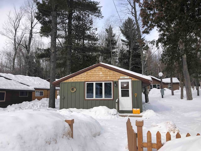 Cozy UP North Cabin! Snowmobile, Eben Ice Caves!!