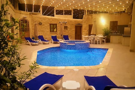 4 Bedroom Villa With Heated Pool&Retractable Roof.
