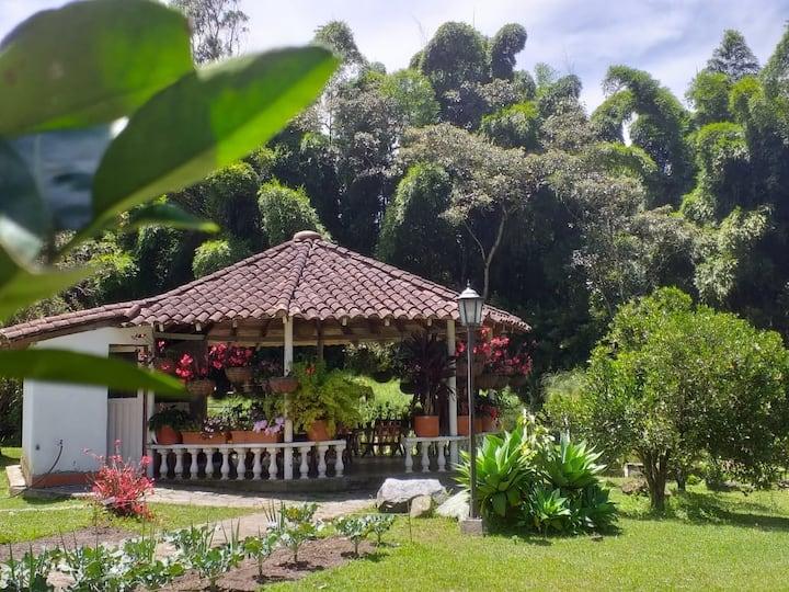 Eco Cabaña pequeña   cerca a Medellín  en  Guarne