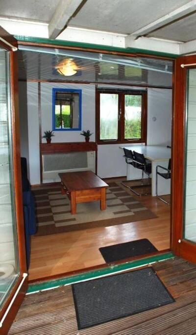 Openslaande deuren tussen de woonkamer en de veranda