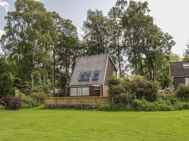 THE STUDIO, romantic, country holiday cottage in Dunblane, Ref 935286