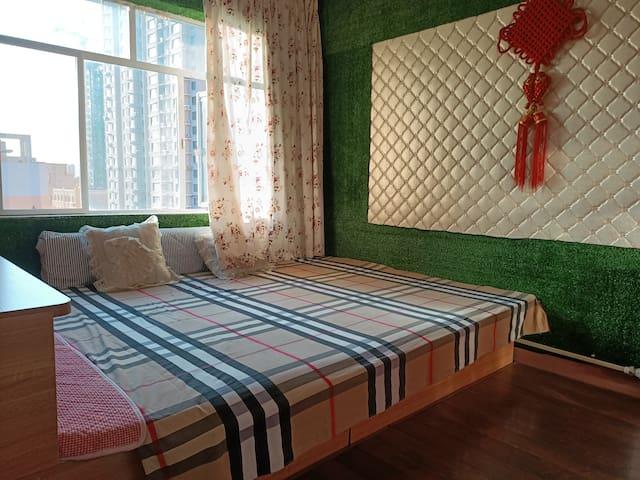 火车站西客运站新玛特两室一厅榻榻米大床房