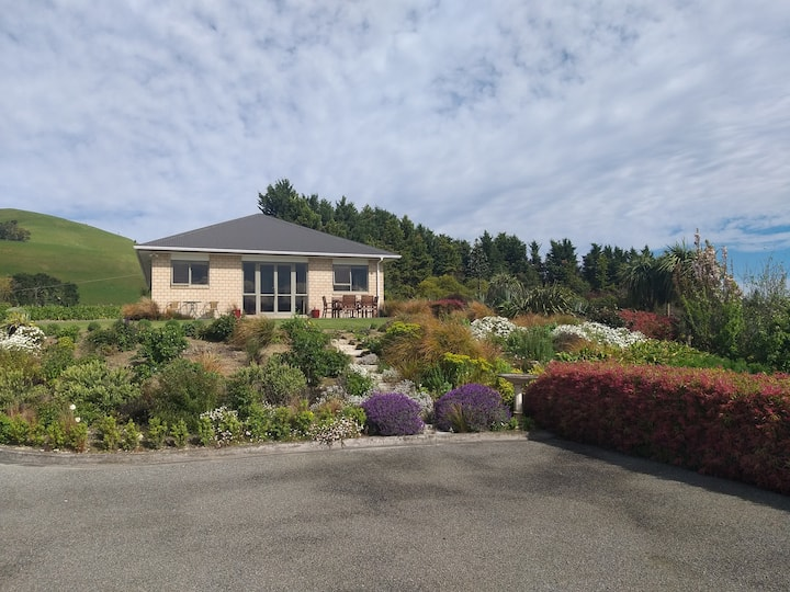 Tranquil 2 bedroom home in Te Kopi countryside