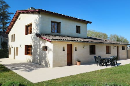 Lovely holiday home surrounded by vineyards in the hamlet of Foncareyre
