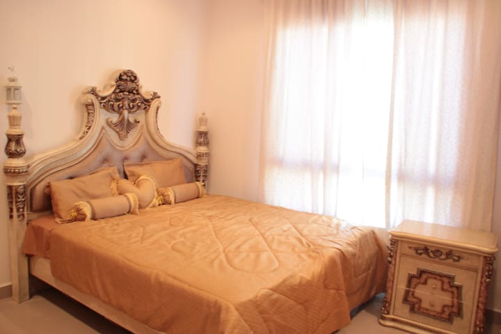 Cute 2-bedroom apartment Salmiya Block 3 seaside - Salmiya - Lejlighed