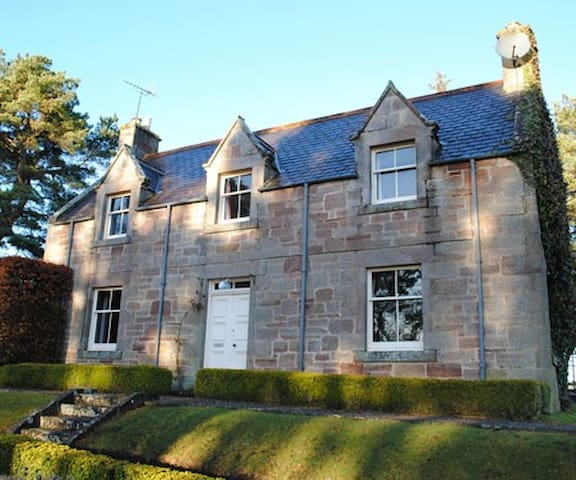 Balloan Cottage, Dornoch, Scotland - Highland - House