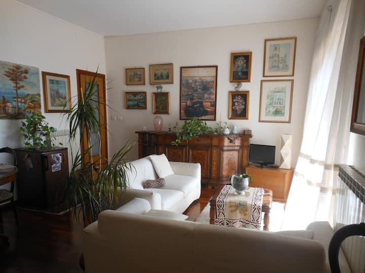 Camera doppia con balcone e salottino comune