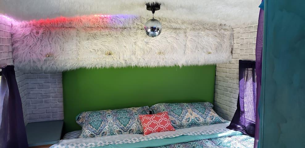 The Trillium Hideaway Bohemian Hippie RV, Bandon