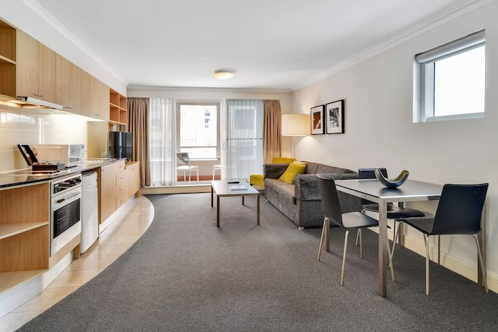 Spacious Apartment in the Heart of the CBD