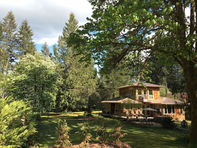 Private Quiet Country Lake Home - Port Alberni - Dom