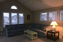Living room with pull out couch (queen mattress)