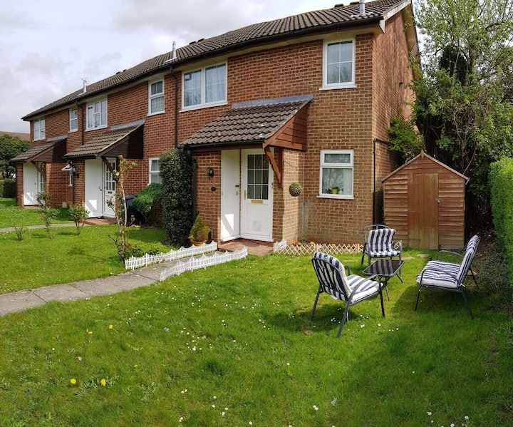One bed flat with garden and parking in Emsworth