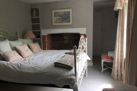 Luxury B&B Grey Room Village House - Bramdean - Penzion (B&B)